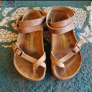 {Yara} Brown Leather Birks. GUC!